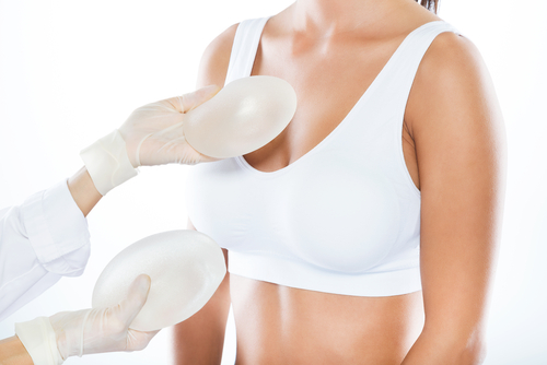 doctor choosing breast implats with patient-img-blog